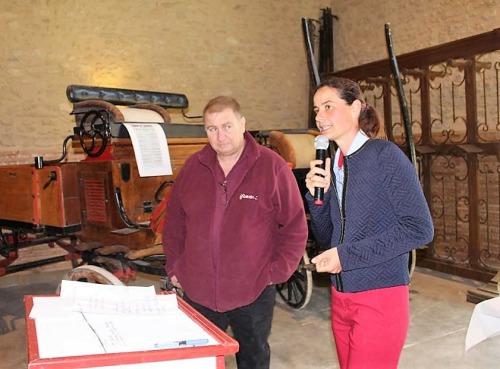 Anne-Sophie Lauthier, directrice du Haras national et Philippe Roche, responsable du patrimoine du site, rappelant les enjeux du projet et remerciant les mécènes d'avoir permis de le mener à bien.